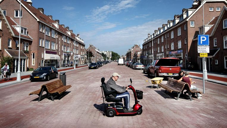 De Van der Pekstraat na de renovatie in 2014; er is nu drie keer per week markt Beeld Jean-Pierre Jans