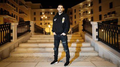 """Op bezoek bij tweevoudig Gouden Schoen-winnaar Mbark Boussoufa in Qatar: """"Zie me hier staan. Top, toch?"""""""