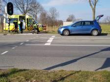 Man naar ziekenhuis na aanrijding auto en scootmobiel op oversteekplaats