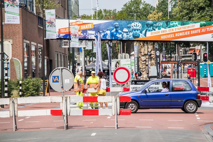 De afgesloten Weerdjesstraat, cruciaal verkeersslagader  van de zuidelijke binnenstad.