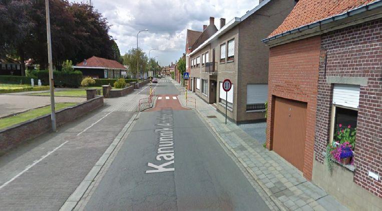 De wegversmalling in de Kanunnik Andriesstraat zal weggenomen worden en vervangen door twee verkeersremmers.
