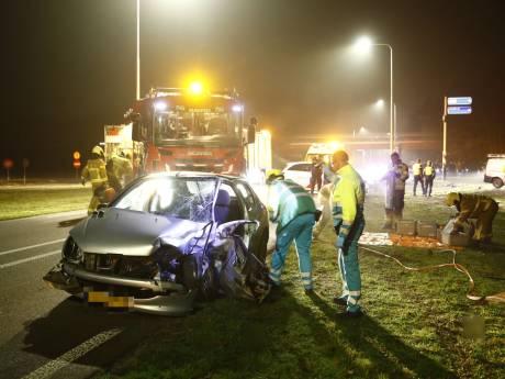 Twee gewonden en grote schade door ongeluk bij Nunspeet