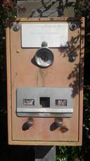 De postzegelboekjesautomaat in Woensel.