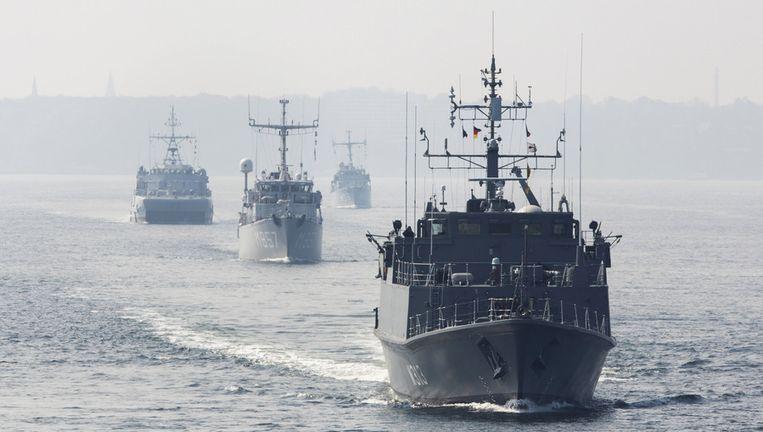 Marineschepen op weg van Kiel in Duitsland naar de Baltische zee, als onderdeel van een uitgebreide NAVO-missie in de regio. Het tweede schip van voor is de Nederlandse mijnenjager Makkum. Beeld ap