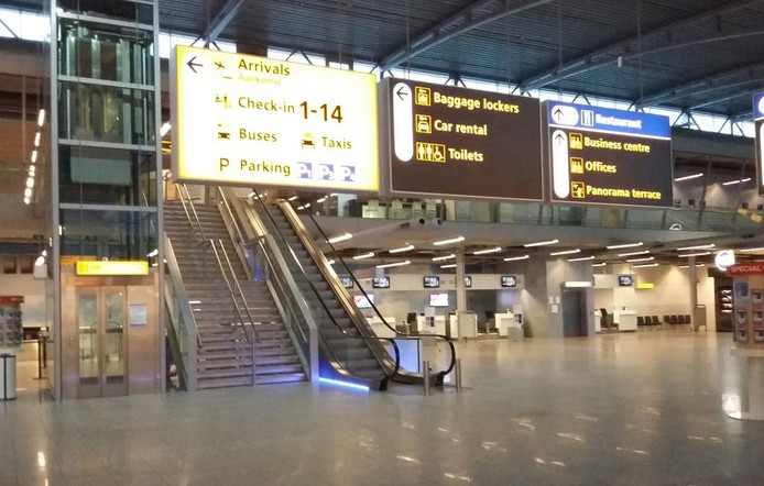 Een lege vertrekhal op Eindhoven Airport