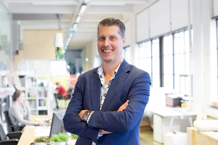 Sander Lieftink in het kantoor van Digimonks toen dat nog in het Klokgebouw was gevestigd. Archieffoto