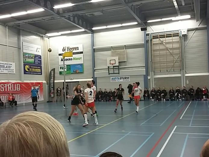 De korfballers van TOP leden zaterdagavond het eerste puntverlies in de zaalcompetitie.