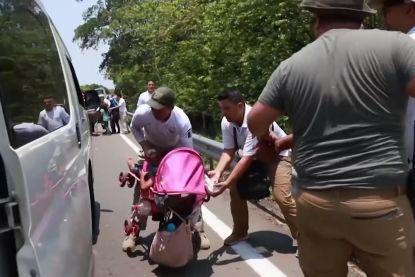 Honderden kinderen en hun ouders brutaal opgepakt op grens Guatemala-Mexico