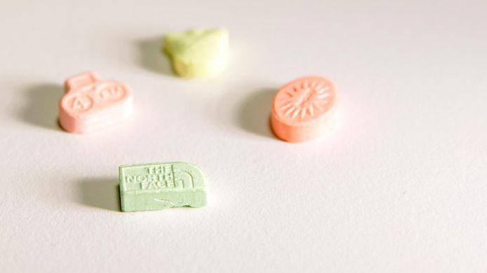 Drugskoeriers verkopen ook XTC-pillen