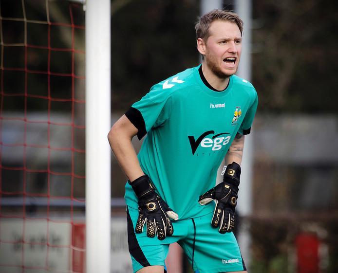 Margriet-keeper Dennis van Ballegooij in actie tegen Nooit Gedacht.
