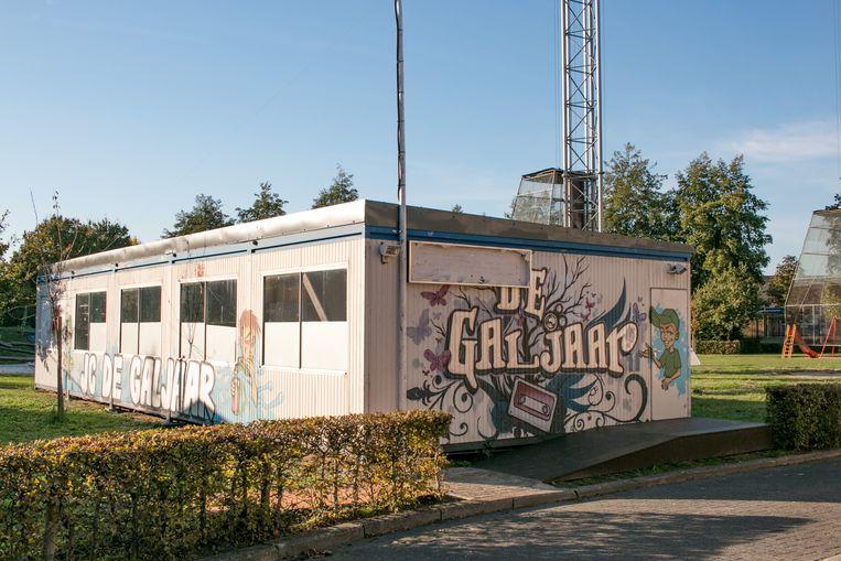 Jeugdhuis De Galjaar zit al jaren in een tijdelijke constructie aan De Klavers, in twee containers.