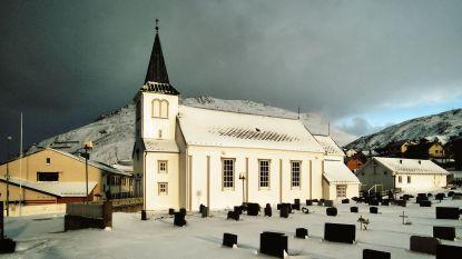 Cruisetoeristen op uitstap verstoren Noorse begrafenis