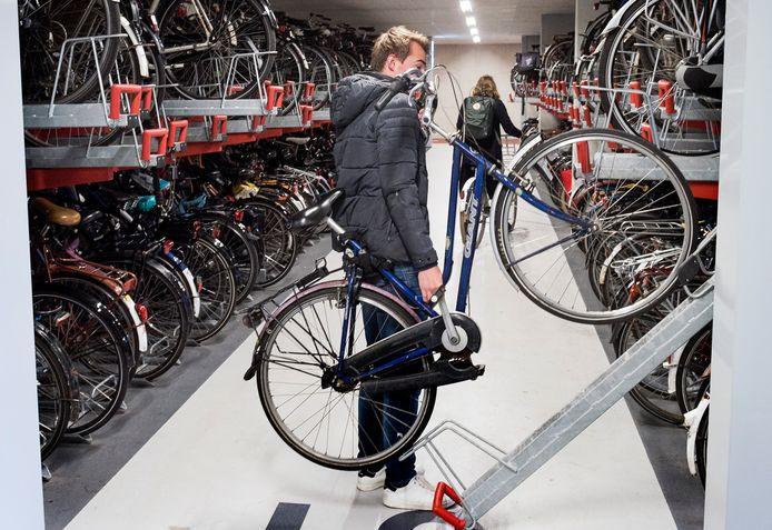 Overvolle fietsenstalling bij het Stationsplein