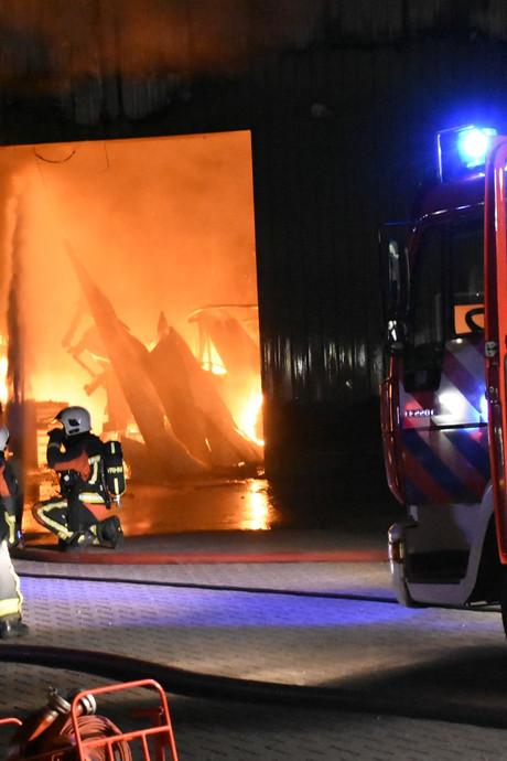 Loods Waarder verwoest door brand