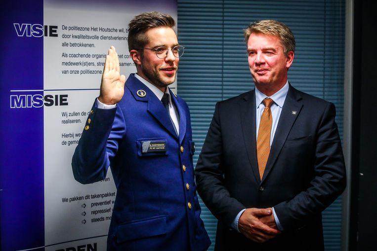 Maarten Vansteenkiste legde woensdagavond de eed af in het bijzijn van burgemeester Jan de Keyser (CD&V).