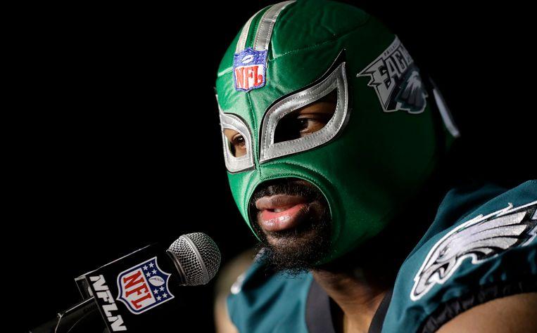 Op de persconferentie voor Super Bowl verscheen Cox nog met een opvallend worstelmasker.