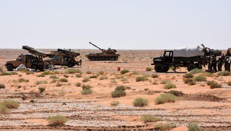 Legervoertuigen en raketlanceerders van het Syrische regime.