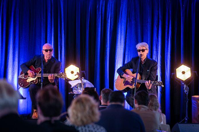 Frank Boeijen en Ger Hoeijmaker speelden deze zomer samen bij hotel Blue in Nijmegen.