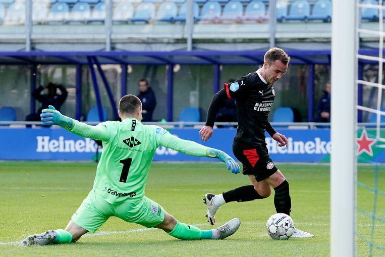 Mario Götze maakt het eerste doelpunt tegen PEC. Beeld BSR Agency