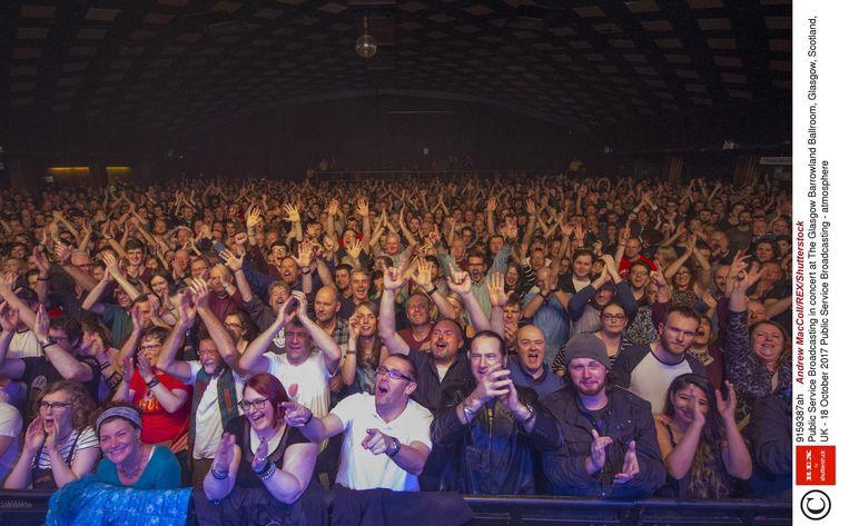 Concertzaal: Barrowland, Glasgow 'Ik ben heel blij dat we weer in de mooiste clubs kunnen spelen. Bij jullie is dat in Paradiso. Wij in Glasgow hebben Barrowland Ballroom.' Beeld null