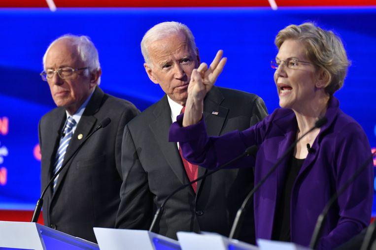 Van links naar rechts: Senator Bernie Sanders, oud-vicepresident Joe Biden en senator Elizabet Warren tijdens een eerder debat tussen de beoogde presidentskandidaten van de Democratische Partij in Ohio (14/10/2019).