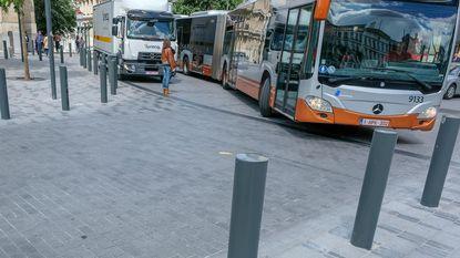 Bussen klem op vernieuwd plein