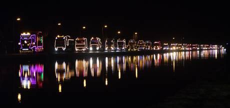 Bijna 40 verlichte trucks maken een kerstrit door Twenterand