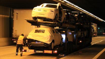 Twee vrachtwagens botsen in Beverentunnel, chauffeur lichtgewond