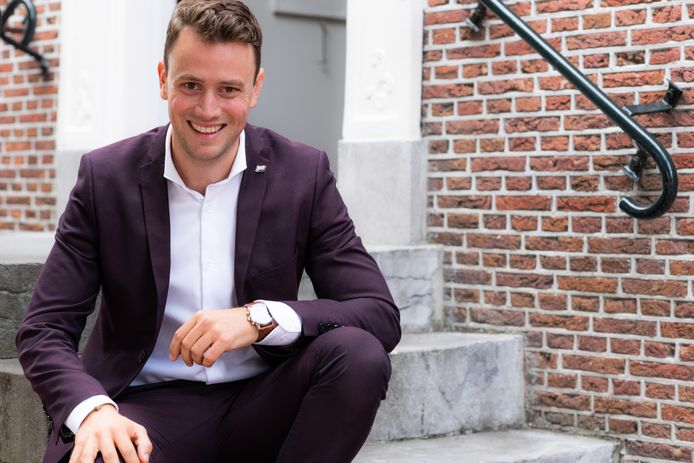 """Burgemeester Robbert-Jan van Duijn van de gemeente Nieuwkoop miste een aantal bezoeken aan inwoners vanwege de coronamaatregelen: ,,Liever had ik een gebakje mee gegeten."""""""