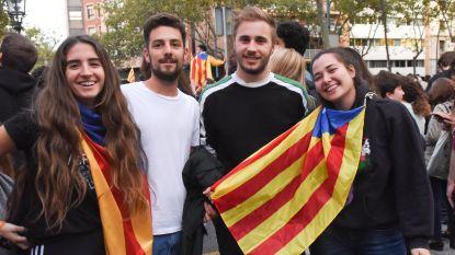 """Onze reporter tussen de Vlamingen die mee op straat komen in Barcelona: """"Oplossing is verder weg dan ooit"""""""