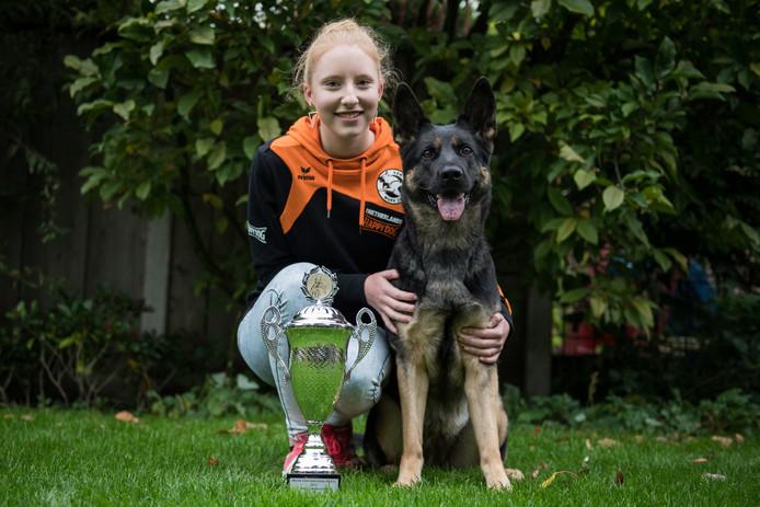 Kim Bokdam met haar herder Cheetah. Het duo gooide hoge ogen op het WK Agility in Tilburg door daar als 9e van de wereld te eindiigen.