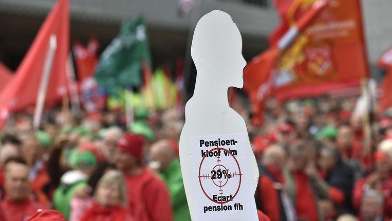 """""""Op de bres voor onze pensioenen"""": een actie van het gemeenschappelijk vakbondsfront in Brussel."""