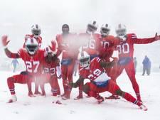 American Football-sterren trotseren sneeuwstorm in Buffalo