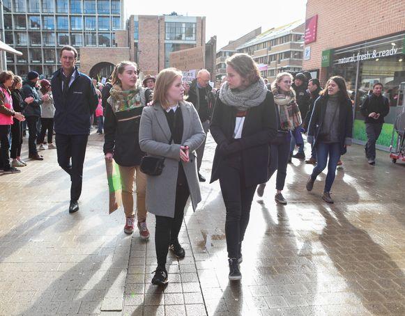 Kyra Gantois en Anuna De Wever zijn ook in Louvain-la-Neuve van de partij.