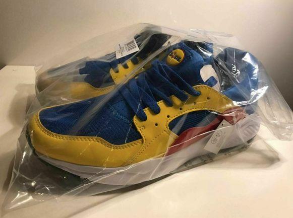 De sneakers van Lidl kosten in de winkel 12,99 euro maar worden op Ebay aangeboden aan 254 euro.