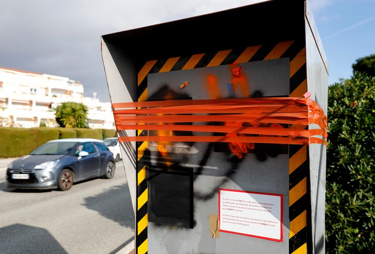Een flitser gevandaliseerd in Nice.