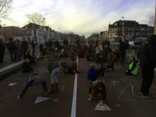 Schoolkinderen voeren actie op Vleutenseweg na ongeluk