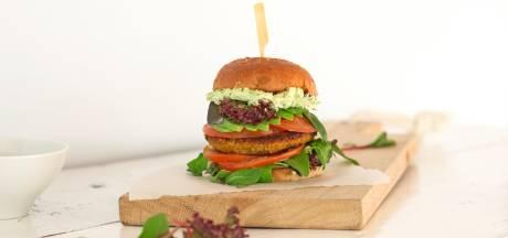Wat Eten We Vandaag: Quinoaburger met munt en avocadospread