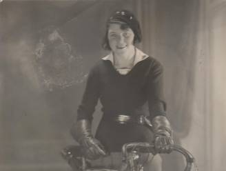 """Het unieke verhaal van Paula Willems, de vrouw die wielrennen op de kaart zette: """"Snelste meisje van de wijk dat op rollen leerde rijden en in 1931 Belgisch kampioen werd"""""""