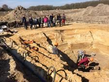 Basisschool De Zwengel uit Veldhoven bezoekt opgraving Huysackers