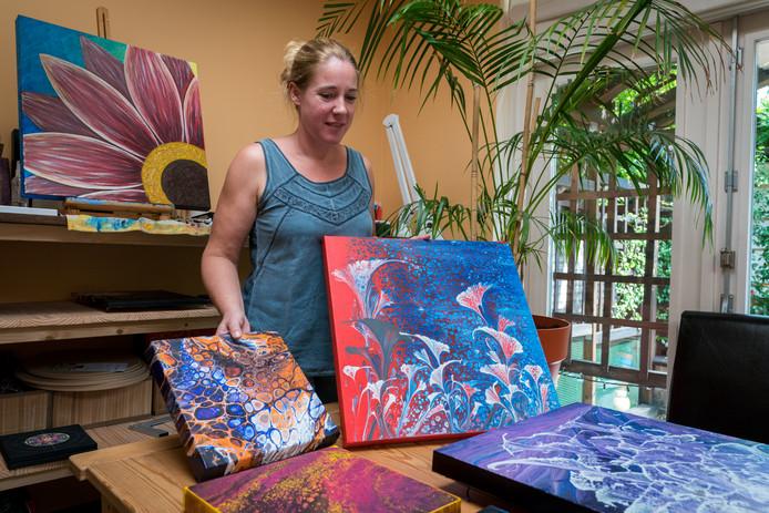 Door Marloes gemaakte schilderen om baby Luna een stem te geven worden tentoongesteld in de regio.