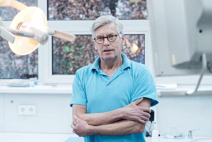 Tandarts Henk Donker: ,,Er is nauwelijks tijd bij verzorgers om extra aandacht aan het gebit te geven.''