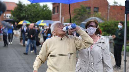 Alfons Leempoels (103) wandelt marathon om vuist te maken tegen corona