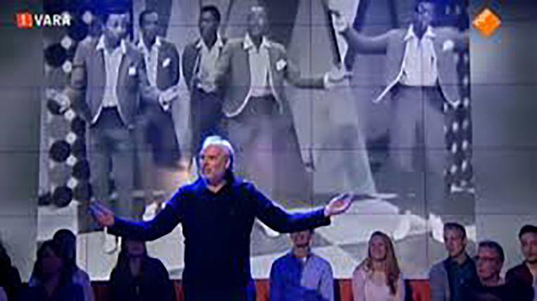 Nico Dijkshoorn danst bij DWDD. Beeld