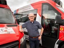 Sjef rijdt 'stiekem' rondjes met de buurtbus, maar nooit op de echte route