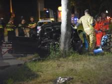 Automobilist rijdt tegen boom en raakt zwaargewond Lozerlaan Den Haag