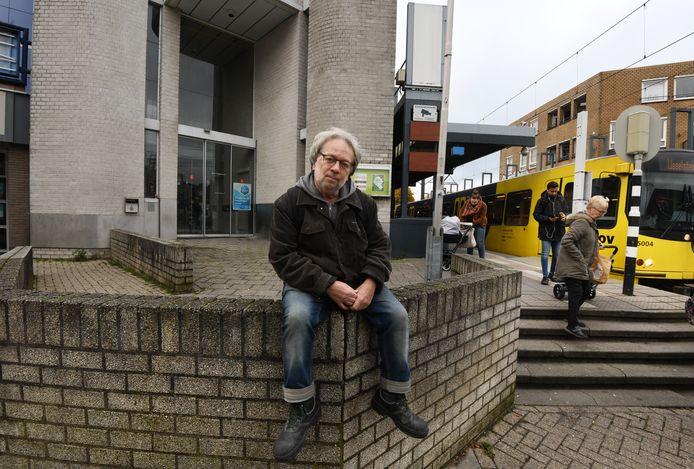 Fred Jacquet voor het oude Komgebouw in hartje Nieuwegein. ,,Ik breng graag wat leven in de brouwerij.''