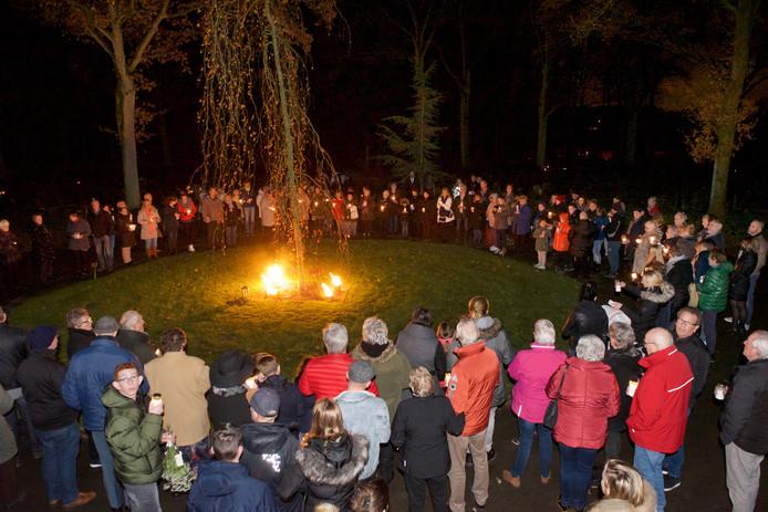 Lichtjesavond op Begraafplaats Harten in Renkum.