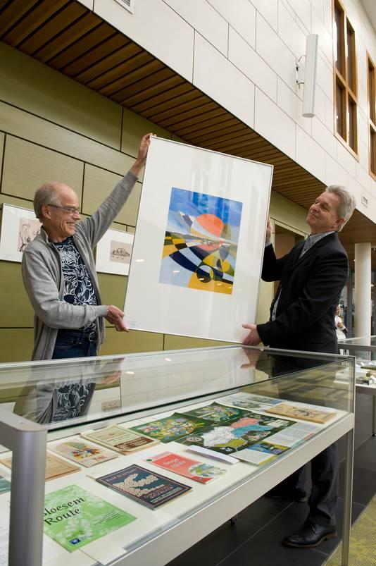 Ton Peterse (links) en Paul Romijn houden een afscheidstentoonstelling in Regionaal Archief Rivierenland.