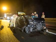 Auto botst tegen vangrail op A50 bij Heerde